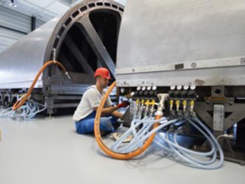 01_Projekt_Flug Industrie_ Ariane Bonding Mould_Kuftkissen_pic 3